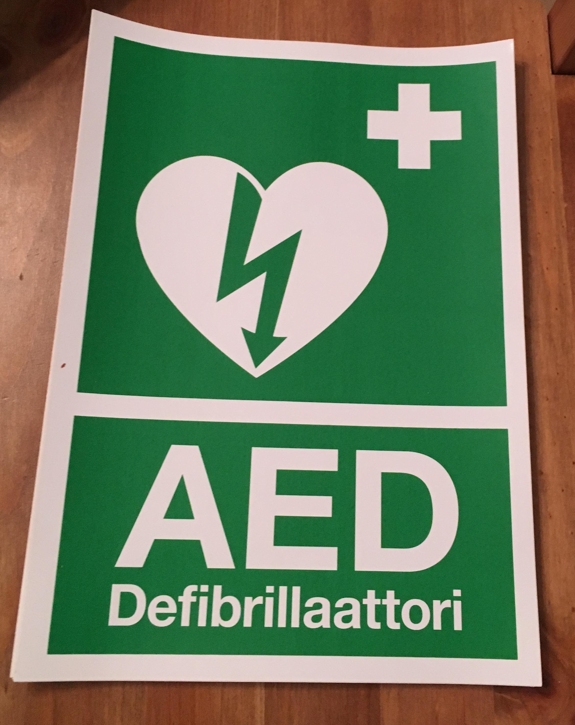 Defibrillaattori tarra