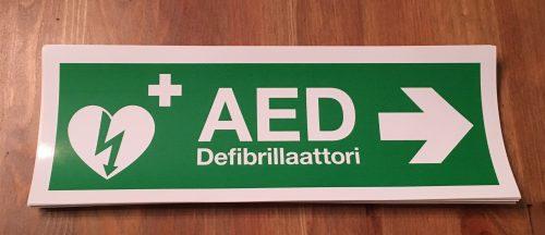 Defibrillaattori tarra oikealle
